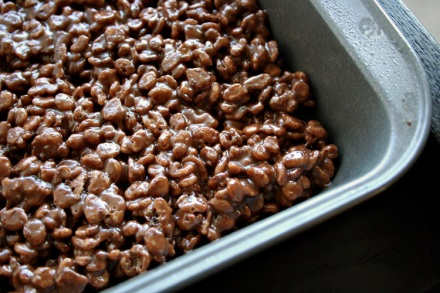 Like rice krispy squares but choco-nutty