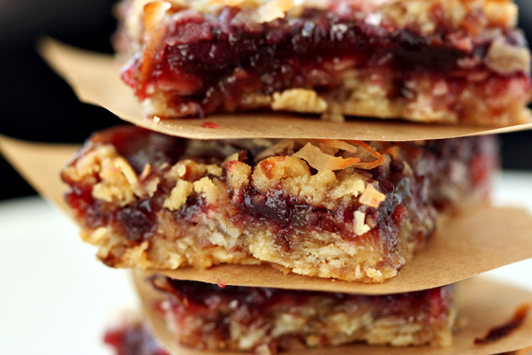 Oatmeal Coconut Raspberry Bars | Amandeleine