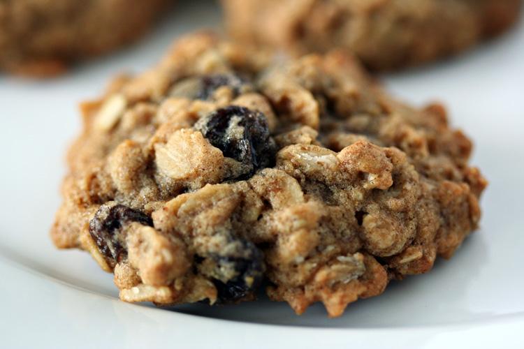 Chai Oatmeal Raisin Cookies | Amandeleine