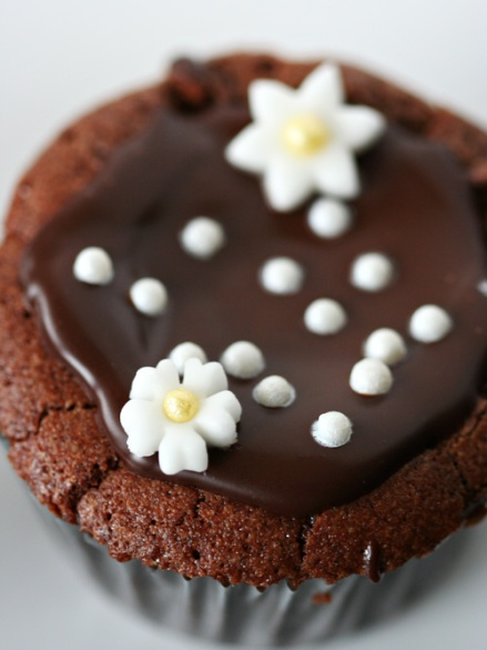 Flourless Chocolate Cupcake - Amandeleine