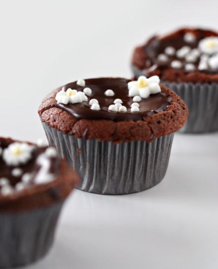 Flourless Chocolate Cupcakes - Amandeleine