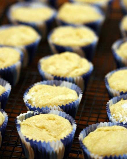 Gluten Free Lemon Cupcake - Amandeleine