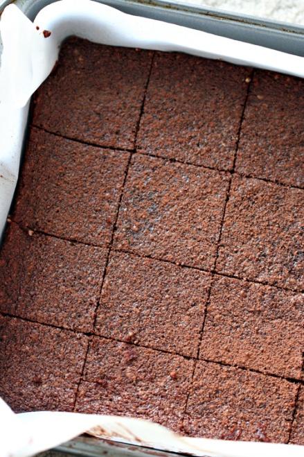 Flourless Peanut Butter Chocolate Brownies - Amandeleine