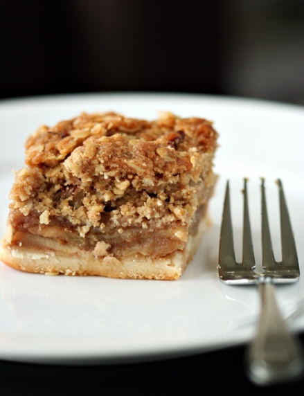 Dutch Apple Pie Bars  |  Amandeleine