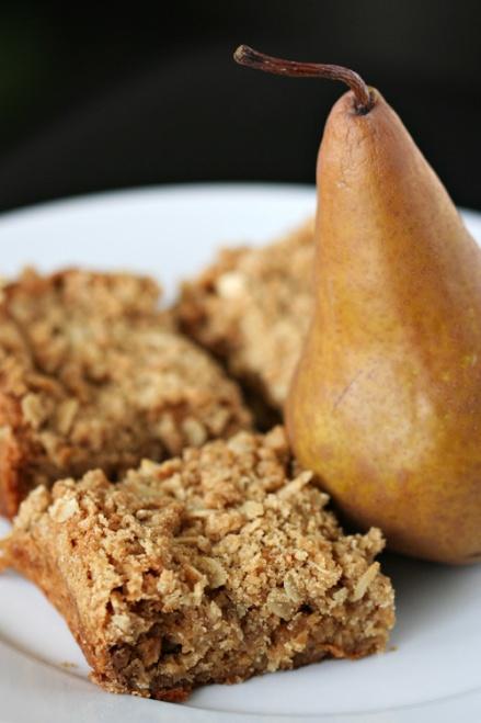 Spiced Oat Pear Blondies  |  Amandeleine
