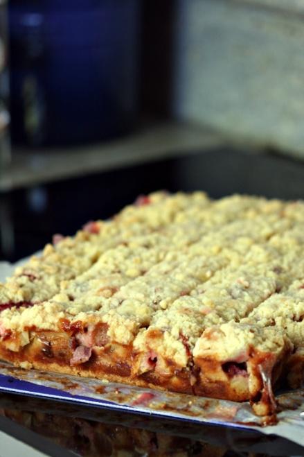 Strawberry Rhubarb Bars  |  Amandeleine