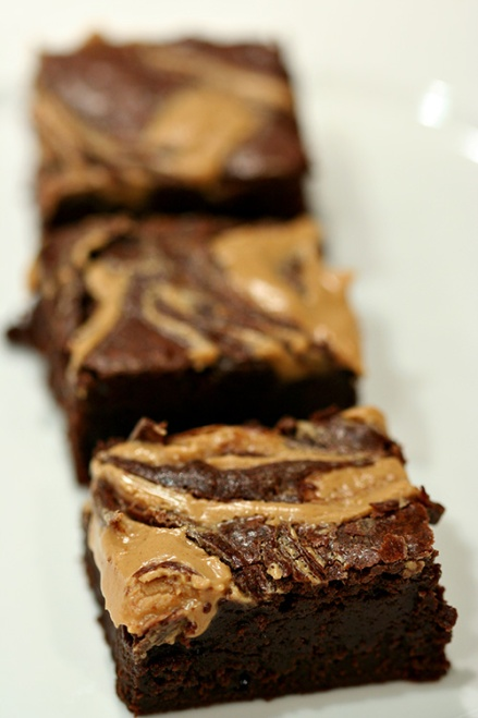 Peanut Butter Swirl Brownies  |  Amandeleine
