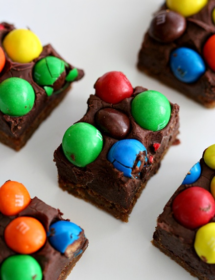 Malted Fudge M&M Bars  |  Amandeleine