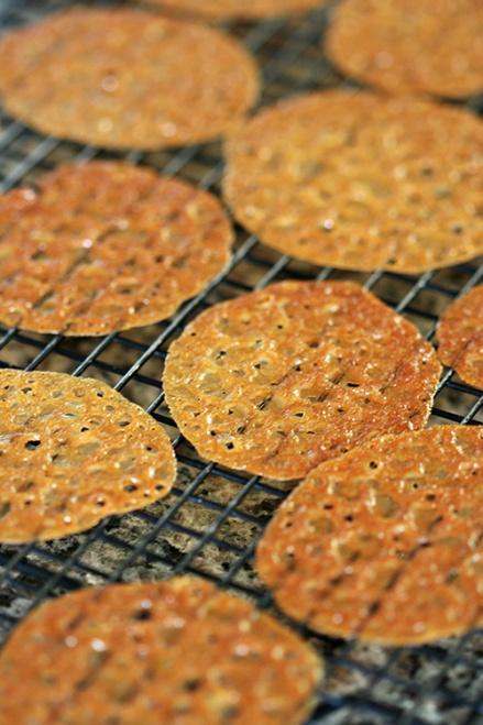 Honey Lace Cookies  |  Amandeleine