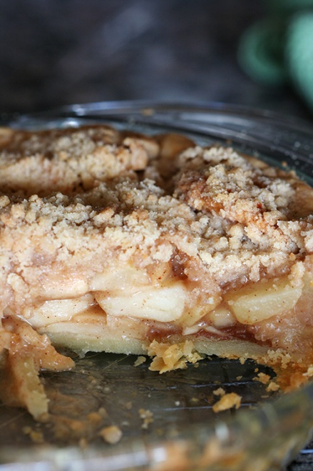 Apple Crumble Top Pie  |  Amandeleine