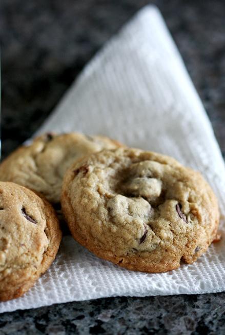 Smokey Chocolate Chip Cookies  |  Amandeleine