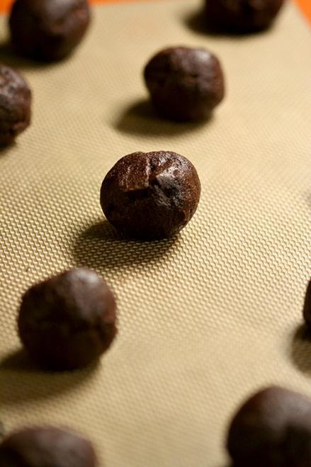 Mexican Chocolate Chili Cookies  |  Amandeleine