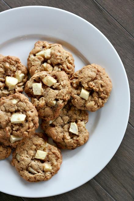 Apple Walnut Oatmeal Cookies  |  Amandeleine