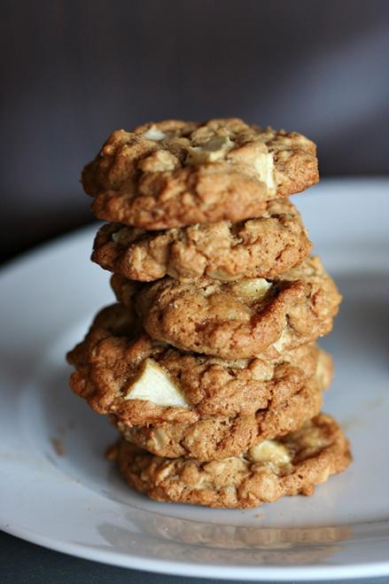 Apple Walnut Oatmeal Cookies     Amandeleine