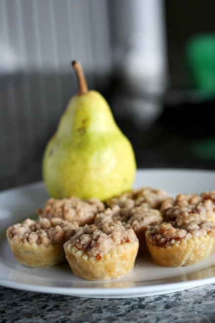 Pear Caramel Mini Pies | Amandeleine